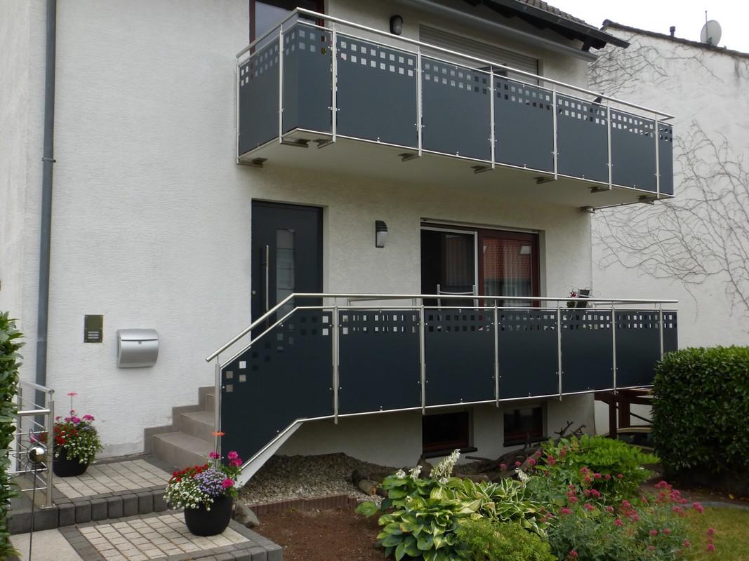 Balkon Und Treppengelander Aus Edelstahl Fullung Aus Lochblech