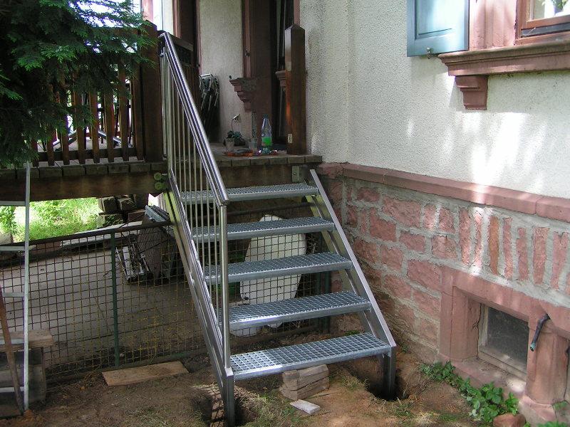 au entreppe und gel nder treppe zum balkon aus edelstahl. Black Bedroom Furniture Sets. Home Design Ideas